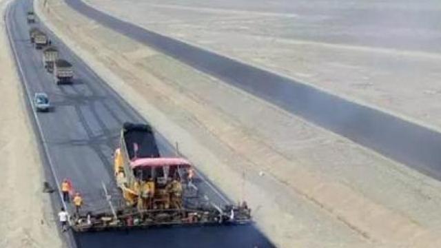 超级工程:世界最长沙漠高速贯通