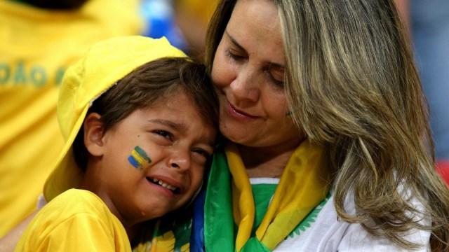 中国女排逆袭主队,巴西小球迷痛哭