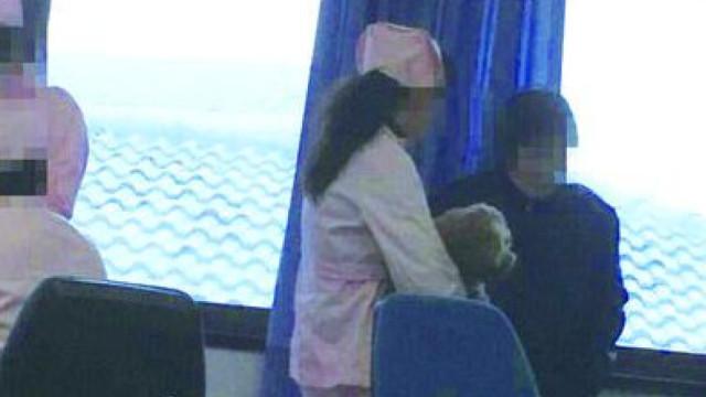 护士医院抱狗被曝光,哭称后悔