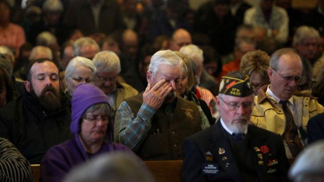 无家可归老兵逝世,陌生人参加葬礼