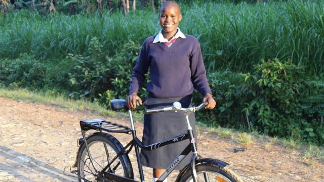 一辆自行车的力量:让女生重返校园
