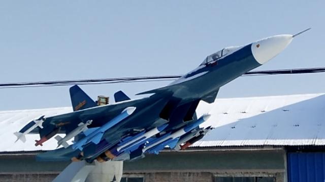 父子军事迷仿制歼-15舰载机模型
