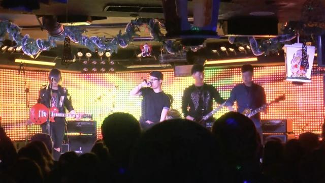 华人马德里首次办摇滚节居然唱这首