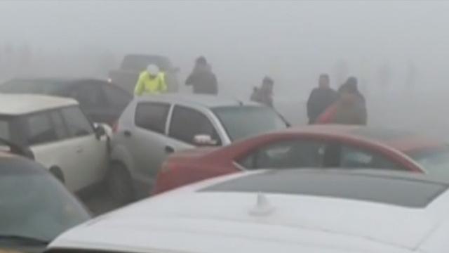 雾大路滑!山东东营20车连环相撞