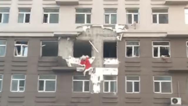 黑龙江民宅燃气爆炸,1人从4楼崩下