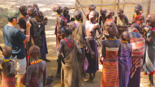 非洲女儿国,别人斗舞她们斗胸