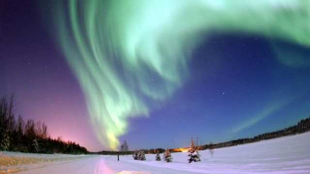 世界最美航线:万米高空看绚丽极光