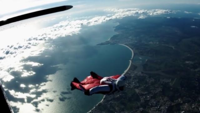 欲破纪录!他将挑战4万英尺跳伞
