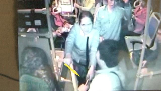 车上行凶:男子持铁棍猛砸公交司机