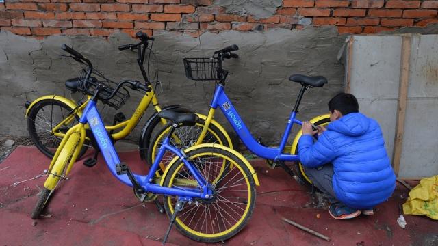 咔!成都小学生5秒解锁共享单车