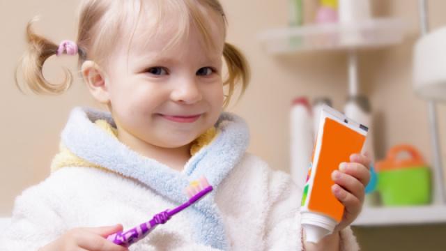 如何为宝宝挑选牙刷和牙膏?