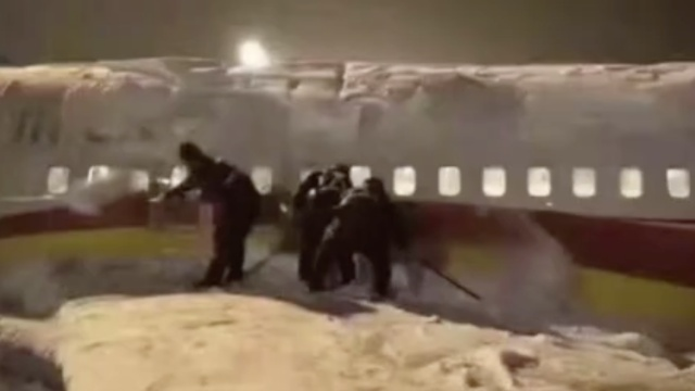 雪中挖错飞机?祥鹏航空:是个段子