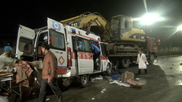 救护车追尾拖车,车上转院病人死亡