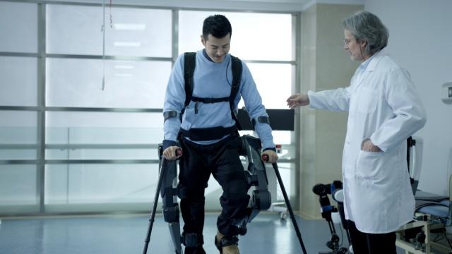 告别轮椅!中国首款骨骼机器人开卖