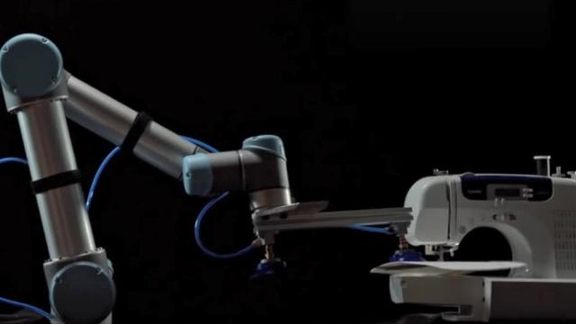 30岁小伙发明机械臂颠覆制衣业