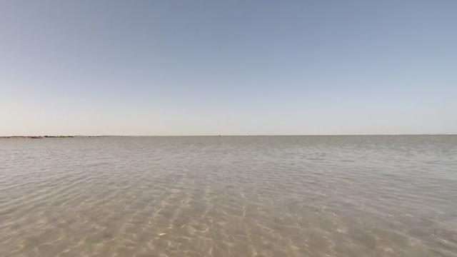 甘肃哈拉湖60年后重现风貌,曾干涸