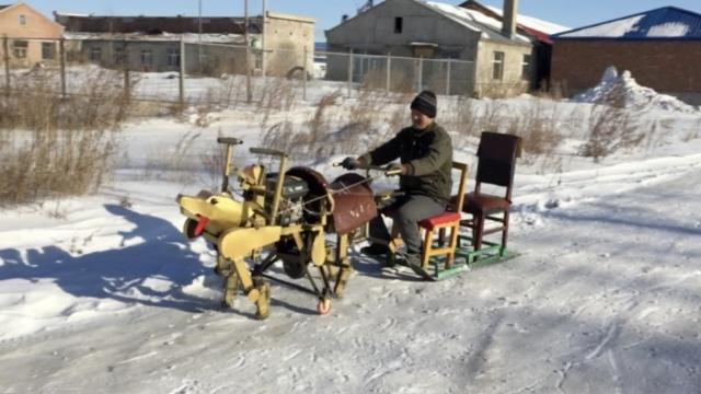53岁农民造四足机器人,能当雪橇狗