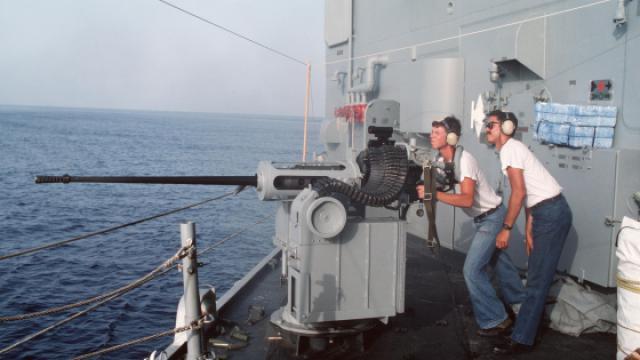 美军秘密研发超级大炮,威震四海