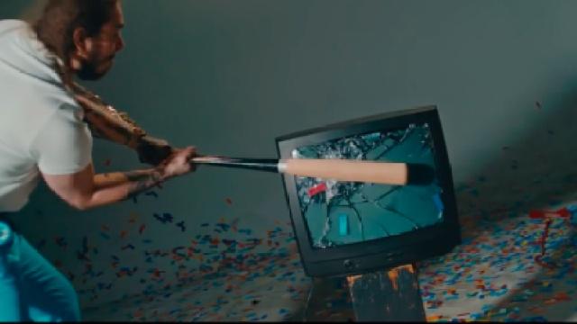 MV创意:开心到想砸电视?
