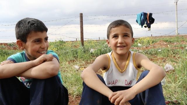 大人抱怨叙难民营差,孩子说比家好
