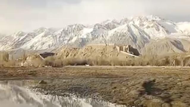 新疆石头城:雪山青草,却不见石头