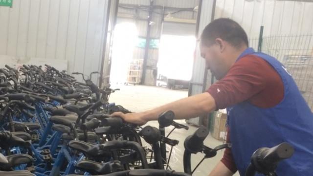 修车工专职修共享单车,月入5000元