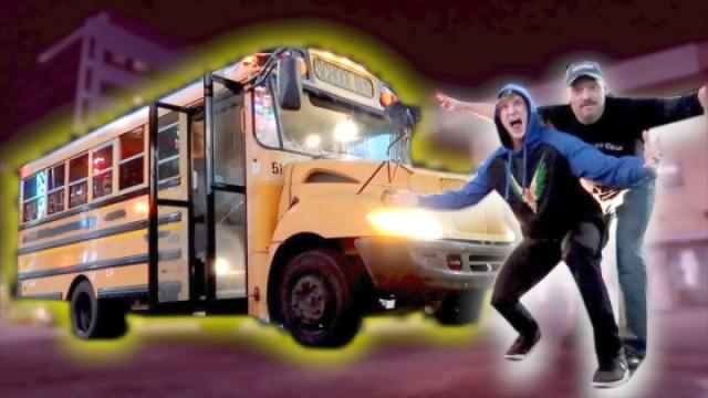我的新玩具——一辆横跨美国的校车