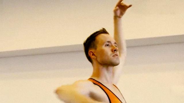 这个芭蕾舞团的舞者全是男人
