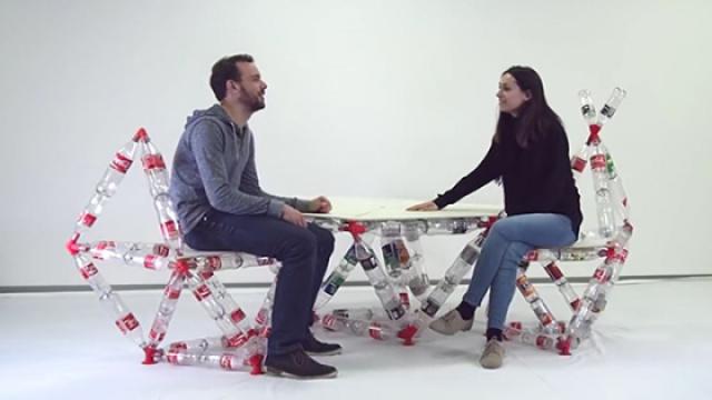 它竟然能将塑料瓶做成房子、家具?