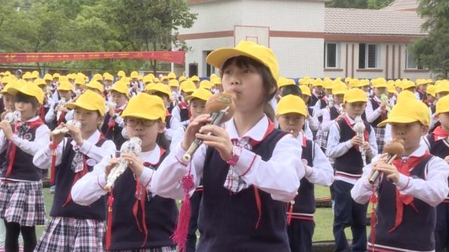 千名小学生同吹葫芦丝,悦耳动听