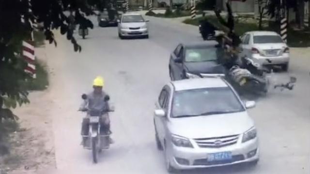 电动车逆行被撞飞,交警怎么判?