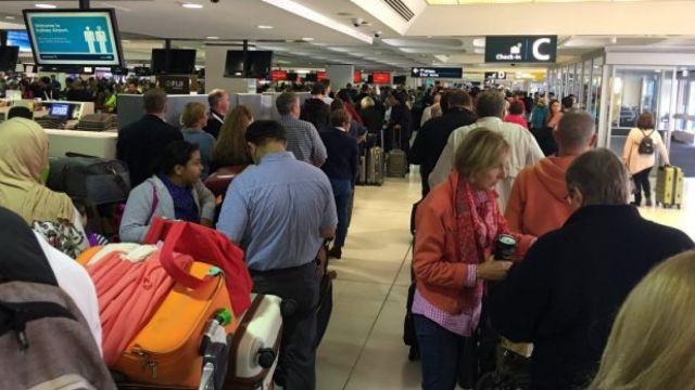 澳多个机场航班延误,大批乘客滞留