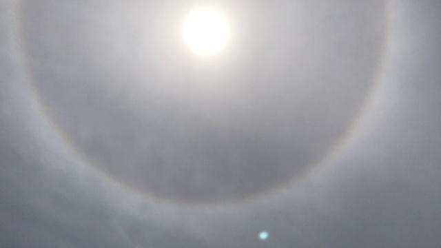 石家庄现日晕,巨大光环笼罩太阳