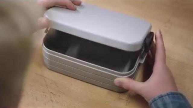 暖心,谁动了小男孩的午餐盒?