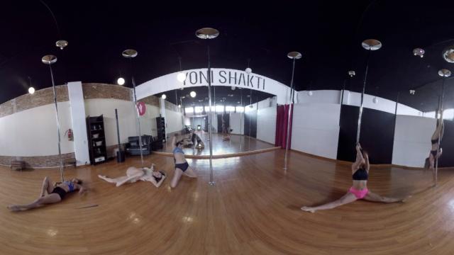 全境观看:长腿美女跳钢管舞