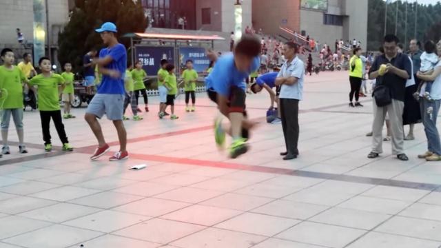 街舞体操花样跳绳,男孩练6年太花哨