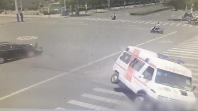 救护车闯红灯被撞,司机身亡担主责