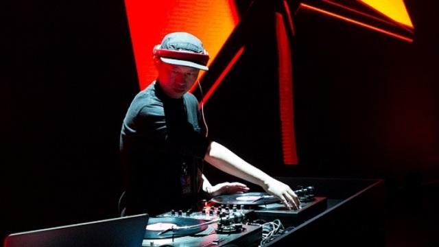 中日DJ对擂,哪个更能让你嗨翻天?