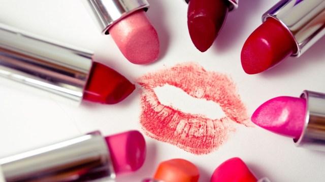 数千年来,女人们为了红唇有多拼?
