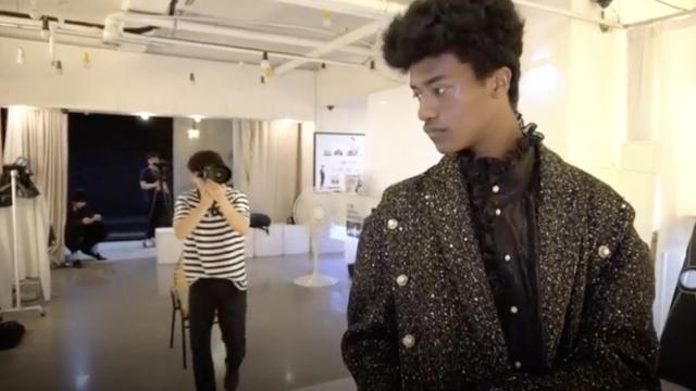 惊了!韩国首位黑人男模才15岁!