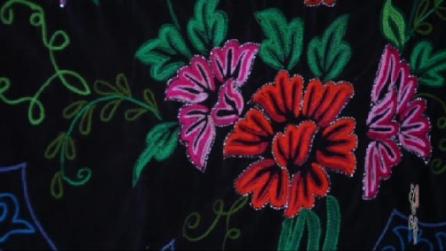 中国故事:哈萨克刺绣姑娘