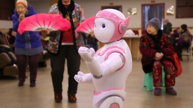 外媒关注机器人走进中国养老院