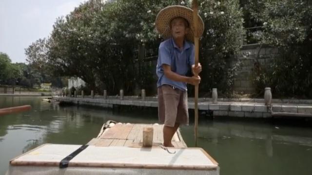 打工爷爷|7旬翁摆渡,划竹筏讨生活