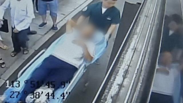 8旬翁上公交摔倒,司机扶起反被索赔