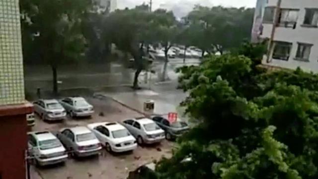 """狂风大浪:台风""""天鸽""""登陆珠海"""