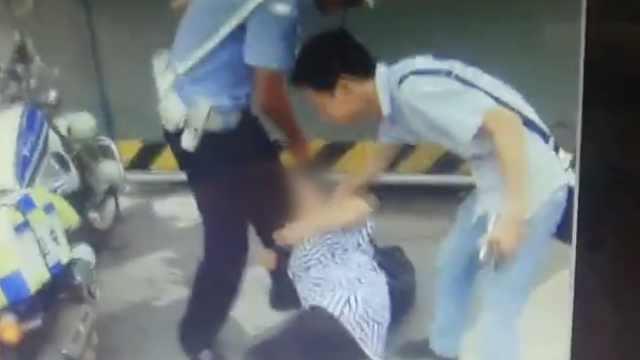 丈夫被罚她咬民警大腿,拉都拉不住