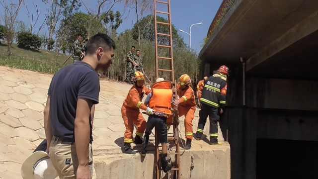 4名工人涵洞施工,上游突然开闸放水
