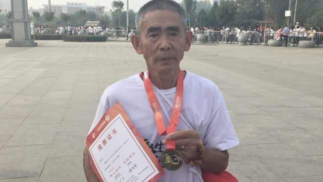 69岁大爷曾患脑血栓,跑马全程不歇