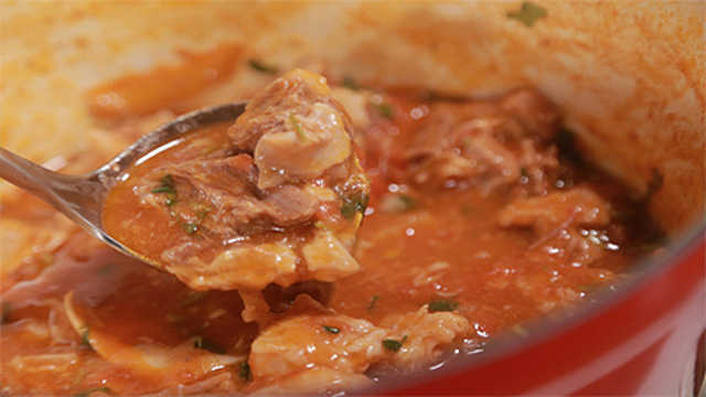 西红柿炖牛腩配米饭,绝了!