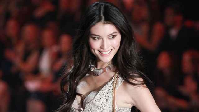 她是首个拥有维密专属翅膀的中国人